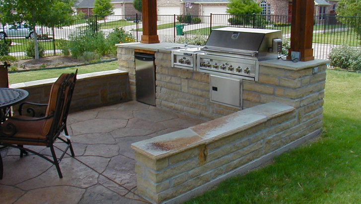 Build a Stone Patio For an Outdoor Kitchen With Patio Contractors